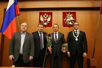 Шлычков Александр Геннадьевич награждается за заслуги перед государственным сообществом