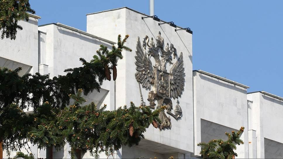 Замминистра остался без дела / Прокуратура ненашла признаков состава преступления вдействиях Романа Некрасова