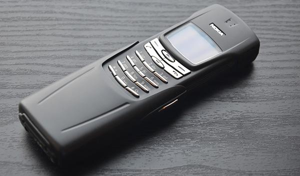 Nokia 8910 - действительно культовый и легендарный телефон