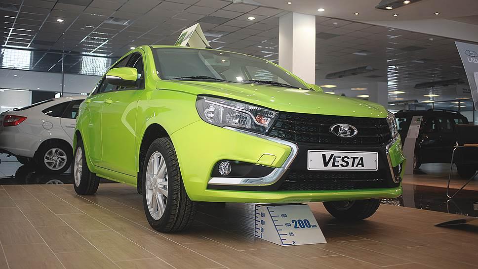 Vesta поехала вверх / Новинка АвтоВАЗа заняла седьмую строчку втоп‑10 покупаемых автомобилей вРоссии