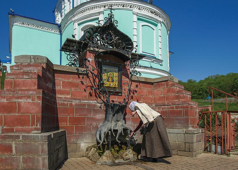 Святой источник на месте явления  чудотворной иконы «Знамение» Курской Коренной
