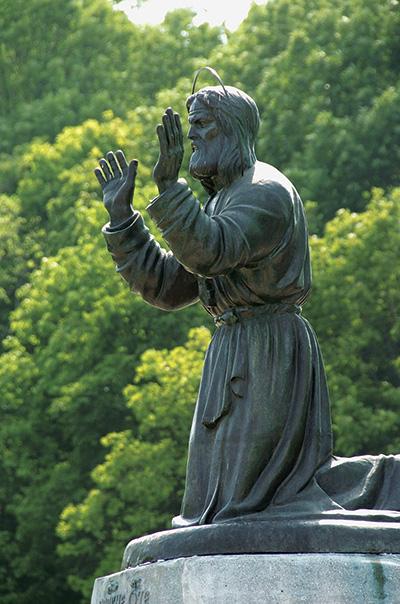 Памятник преподобному Серафиму  Саровскому в Коренной пустыни