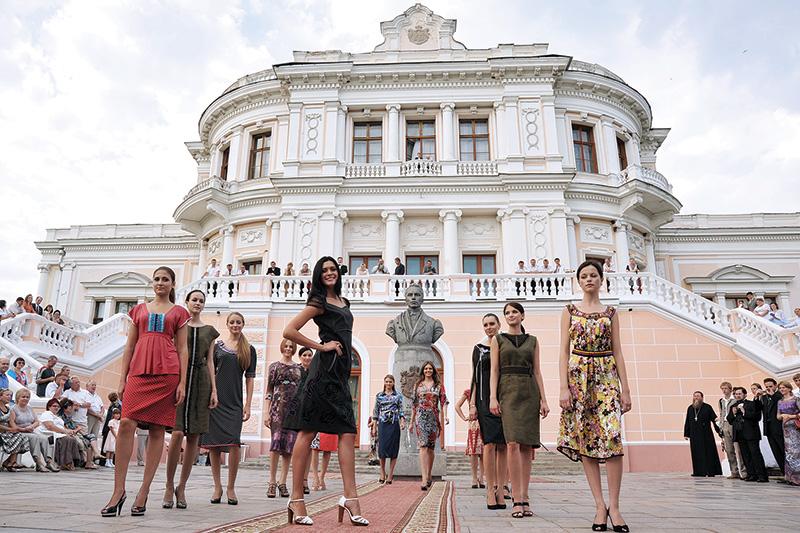 Показ модной коллекции от Центра моды «Вера Геппа»