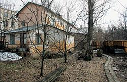 """Самый """"убитый"""" домик в поселке Сокол стоил бы не меньше $1 млн. Только их никто не продает..."""