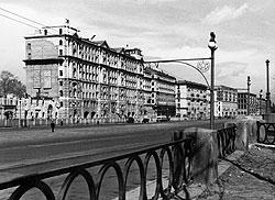 """""""Брежневский"""" дом на Кутузовском проспекте сдавался по частям, по мере готовности секций - так торопились въехать в него чиновники"""