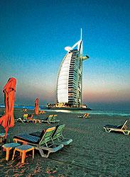 Пятизвездный отель Burj Al Arab всегда находится на гребне волны