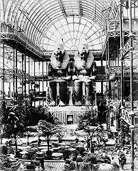 Идея проведения в Лондоне в 1851 году выставки GREATEXHIBITION OF THE WORKS OF INDUSTRY OF ALL NATIONS принадлежала мужу королевы Виктории принцу Альберту, приказавшему специально для этого выстроить в Гайд-парке из железа и стекла хрустальный дворец