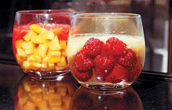 В «Бисквите» до конца августа можно попробовать фруктовые супы — например ананасовый с тайским манго или клубничный с малиной
