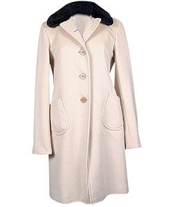 Пальто из смеси шерсти и кашемира, Jil Sander. Воротник из мутона (Soho, 62 580 руб.)