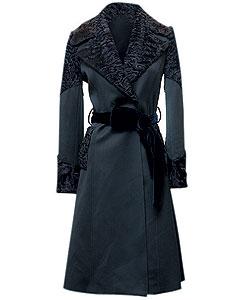Пальто из шерсти, Dolce & Gabbana. Оторочка из меха каракуля (Dolce & Gabbana, 242 000 руб.)