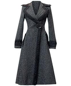 Пальто из шерсти, Dolce & Gabbana. Оторочка из меха каракуля (Dolce & Gabbana, 282 000 руб.)