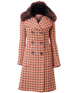 Пальто из шерсти, Lili Petrus. Воротник из меха лисы (Podium, 31 561 руб.)