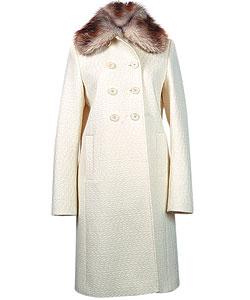 Пальто из шерсти, Strenesse. Воротник из меха лисы (Soho, 48 720 руб.)