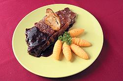 """В """"Парижске"""" появилось совсем не французское меню стейков, и теперь здесь можно попробовать стриплоин с картофельными крокетами и винным соусом"""