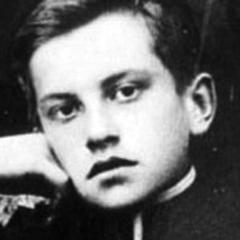 По воспоминаниям его учителя подготовительного класса Платона Цулукидзе