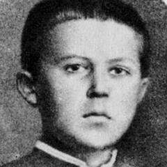 По воспоминаниям его одноклассника Александра Вишневского