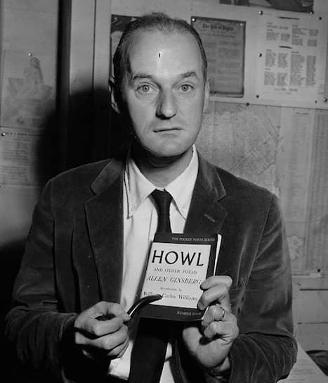 Лоуренс Ферлингетти с изданием «Вопля» перед объявления приговора, 3октября 1957