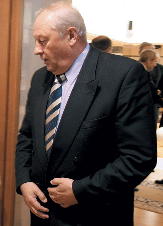 По мнению Эдуарда Росселя, только одетые пупки обеспечивают отправление государственной функции
