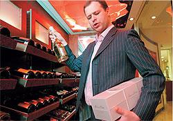 Магазин в магазине Articoli Sublime — часть пространства Articoli. Здесь продаются подарки для особых случаев. Таковыми в Articoli считают дорогие ювелирные украшения и шампанские вина