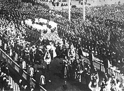Коронации, свадьбы и похороны разного рода знаменитостей составляли содержание большинства первых документальных лент