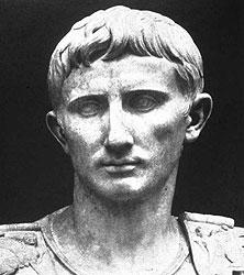 Дабы продемонстрировать чистоту своих намерений, император Октавиан Август приказал пускать на форум только людей, одетых в белое