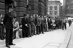 Спекулянты времен второй мировой войны сумели тронуть нужные струны тогдашних модников
