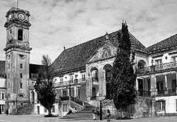 Возглавив правительство, Салазар так и не бросил Коимбрский университет — он ушел на сорок лет в академический отпуск