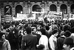 """""""Революция гвоздик"""" помогла португальцам войти в общеевропейский дом, а режиму Салазара — стать историей"""