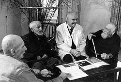 Директор Института геронтологии Дмитрий Чеботарев вместе со своими сотрудниками сумел найти и 300-летних стариков, правда, уже на кладбищах