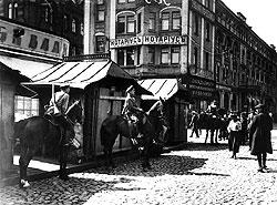 Приход большевиков к власти города отметили уличными бесчинствами небывалого размаха