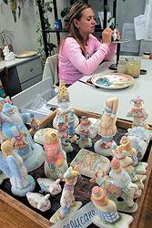Глиняные безделушки в стиле традиционных старых ремесел теперь по праву именуются изделиями народно-художественного промысла
