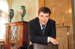 """Совладелец и генеральный директор """"Нево-табака"""" Олег Амиранов нашел для своей фабрики реального западного инвестора. Но пустят ли его на высокий сегмент рынка, еще неизвестно"""