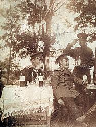 В русской армии даже офицерский денщик-ефрейтор мог иметь собственную прислугу из солдат