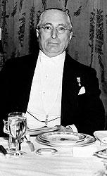 """Глава Metro-Goldwyn-Mayer Луи Б. Майер плакал на предварительном просмотре """"Лесси"""", потому что знал: каждая слезинка зрителя оборачивается звонкой монетой"""