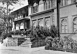 Дворец великого князя в Боржоми служил резиденцией наместника, образцом для подражания, местом отдыха августейших особ и санаторием для трудящихся, пока не был снесен в 1968 году