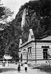 В Боржоми наличествовала одна из первых на Кавказе электростанций, но отсутствовали канализация и водопровод