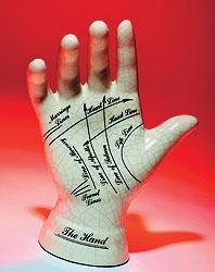 Хирологи пытались делать вид, что чем-то отличаются от хиромантов, пока их не схватили за руку