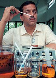 Изучавшая запахи осмология так и не получила статуса науки, но работе парфюмеров это ничуть не помешало