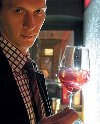 """Вячеслав Чуженьков: """"Чтобы по-настоящему оценить качество вина, необходимо использовать профессиональные винные аксессуары"""""""