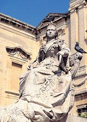 Памятник королеве Виктории — символ сохранения мальтийцами английских традиций