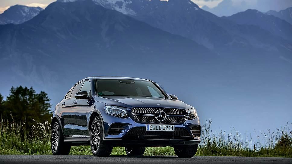 """Помимо гражданских вариантов, в скором времени следует ожидать появления пары """"заряженных"""" версий от AMG. Для начала немцы планируют выпустить Mercedes-AMG GLC 43 Coupe, с мотором мощностью 367 л.с., и лишь затем представить самого """"злого"""" представителя семейства - GLC 63 AMG Coupe, чьи характеристики пока неизвестны."""