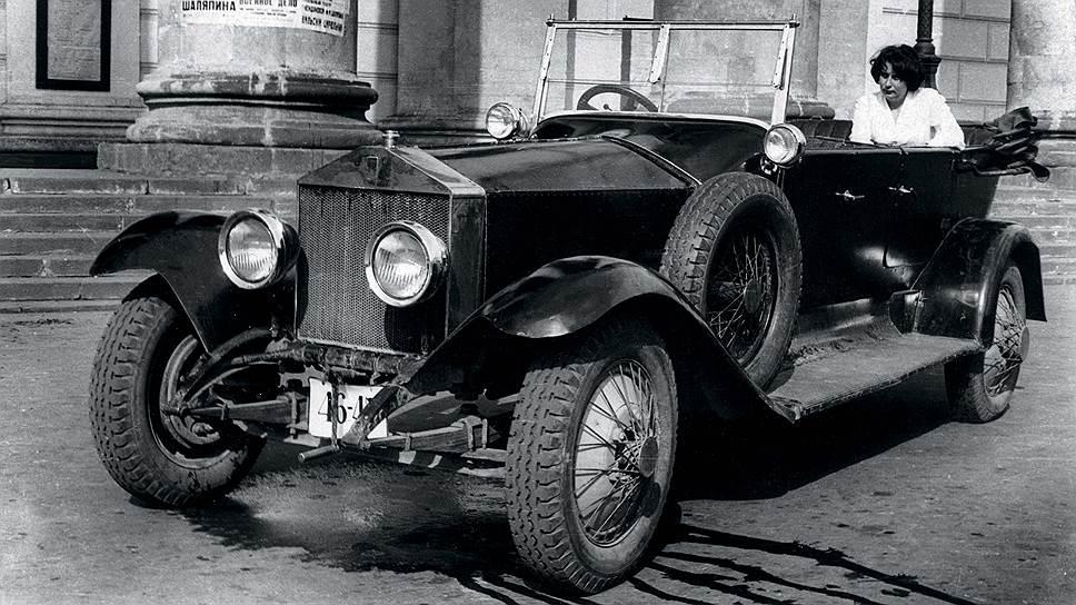 """""""Роллс-Ройс"""" на съемках фильма """"Шестое июля"""", где он сыграл фактически самого себя, то есть """"автомобиль Ленина"""". Правда, события фильма относятся к 1918 году, когда этого """"Роллс-Ройса"""" и в помине не было, да еще и с таким кузовом."""