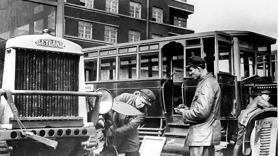 """Автобусы британской фирмы Leyland с 1924 года закупались для работы на московских маршрутах. В тот год приобрели восемь """"Лейландов"""", а к концу 1926 года число автобусов возросло до 136, из них 96 было марки Leyland, 30 французских Renault и 12 немецких MAN. Самыми лучшими оказались """"Лейланды"""", у """"Рено"""" хорошим был только мотор, а у """"МАНов"""" - только кардан."""