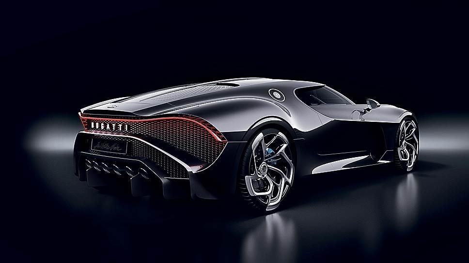 Кузов водружен на платформу, аналогичную той, что используется Bugatti Chiron. Так же как и упомянутый соплатформеник, Bugatti La Voiture Noire оснащается восьмилитровым W12 мощностью 1500 л.с.