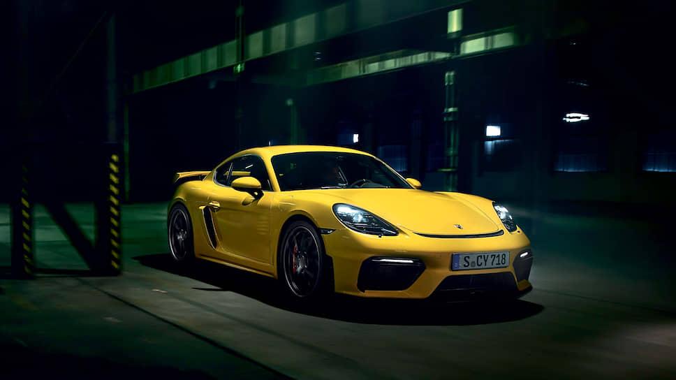Существенно улучшенная аэродинамика – одна из главных фишек Porsche 718 Cayman GT4. Принятые меры увеличили прижимную силу до 50 процентов без ухудшения аэродинамического сопротивления – убедительное доказательство эффективности.