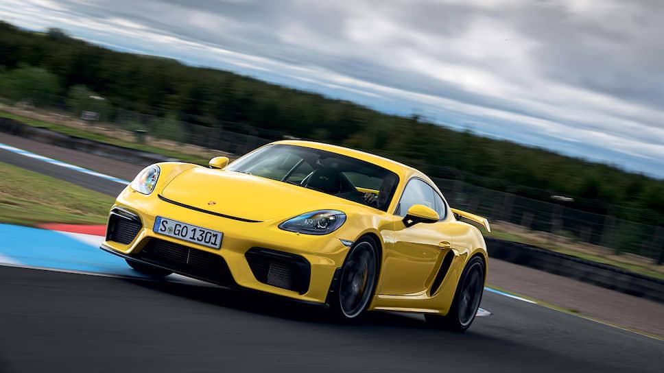 Точную управляемость машины поддерживает оптимизированная в стиле GT передняя часть кузова с большой спойлерной кромкой и боковыми воздуховодами в бампере, которые успокаивают завихрения воздуха в зоне передних колес.