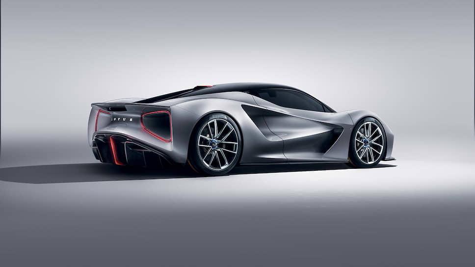 Evija – первый в мире серийный дорожный автомобиль с лазерными «лампами» как для основного, так и для ближнего света. Крыловидные элементы внутри линз образуют дневные ходовые огни и указатели поворота.