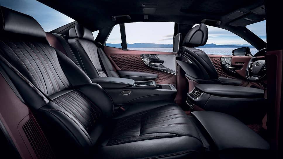 В рамках этого дополнительного пакета опций сиденье позади переднего пассажира можно наклонить до 48 градусов и поднять до 24 градусов, чтобы облегчить пассажиру заднего ряда комфортную высадку из автомобиля.