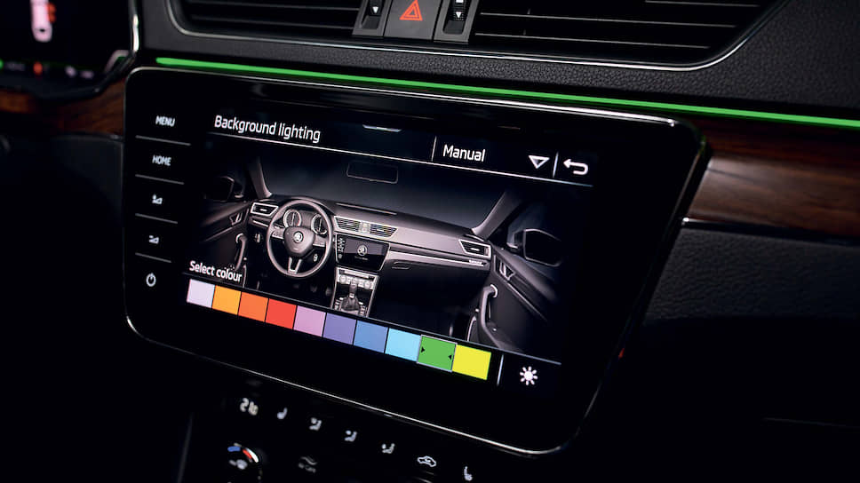 Superb предлагает на выбор пассажирам десять вариантов цветов светодиодной подсветки салона.