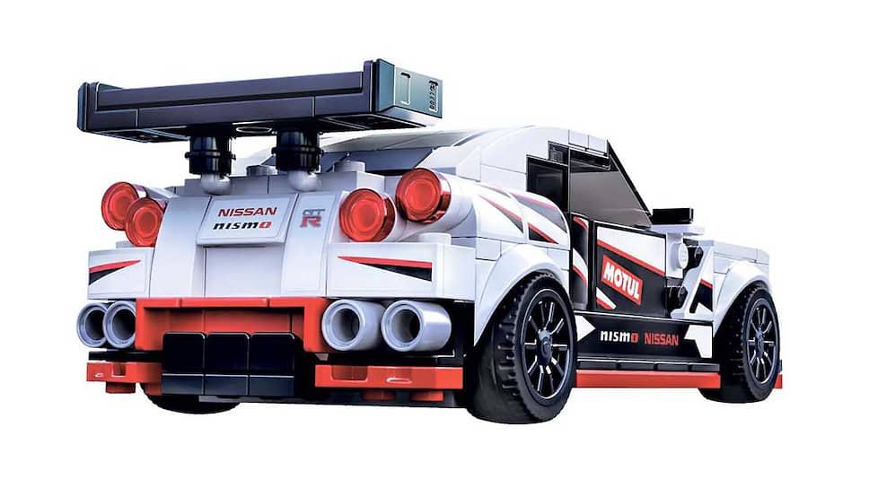 В будущем году появится не только новый игрушечный GT-R Nismo, но и настоящая модель 2020 года, особенности которой – карбоновые передние крылья со специальными гребенчатыми вентиляционными отверстиями, а также другие карбоновые элементы, новые колеса, специально отрегулированная подвеска и трансмиссия, карбон-керамические тормозные механизмы Brembo, а также новые турбокомпрессоры.